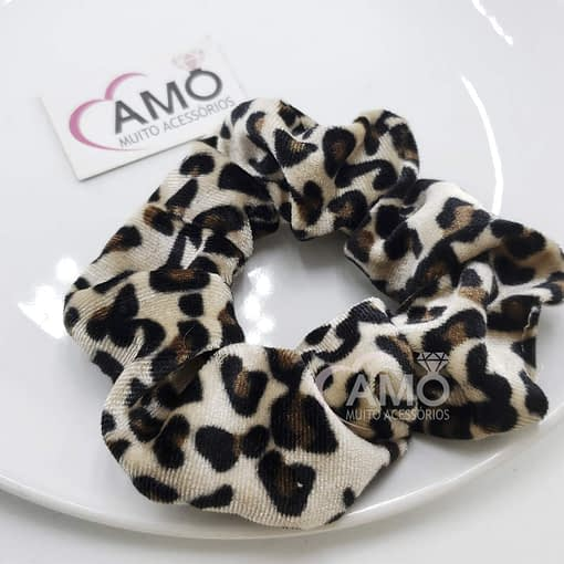 Scrunchie de veludo animal print